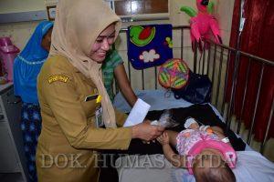 Hari Gizi, RSUD Bagi Paket Sari Kacang Hijau Ke Pasien Anak
