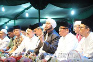 Ribuan Masyarakat Salatiga Bersholawat Bersama Habib Syech