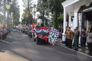 Arak-arakan Piala Adipura Meriah
