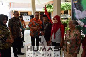 400 Warga Terima Bantuan Bahan Pokok