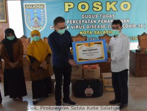 Dinkes Provinsi Serahkan Jogo Tonggo Kit Untuk 23 Kelurahan di Salatiga