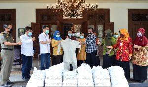 Wali Kota Terima Bantuan APD untuk Puskesmas