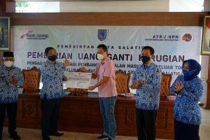 Pemilik Tanah Jalan Akses Tol Jalan Pattimura Terima Uang Ganti Rugi