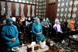 Ketua dan Pengurus PKK Kota Ikuti Peringatan Hari Ibu Tingkat Provinsi